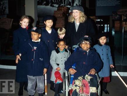 מיה פארו 15 ילדים - משפחות גדולות בהוליווד (צילום: צילום מסך)
