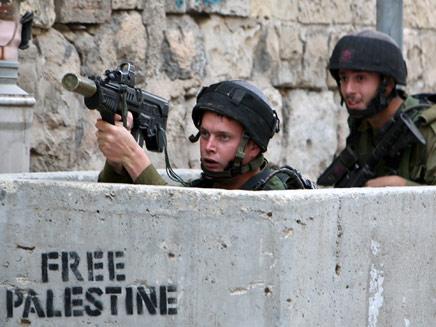 חיילים במחסום. צילום ארכיון (צילום: רויטרס)
