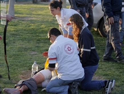הנדקר רגע לאחר האירוע. החשוד נעצר (יוסי ציפקיס) (צילום: מערכת ONE)