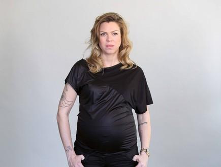 אילנה ברקוביץ מדגמנת הריון (צילום: שי פרג)
