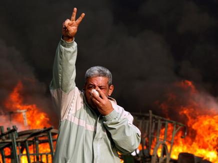 מהומות מחוץ לארמון בקהיר. ארכיון (צילום: רוןיטרס)