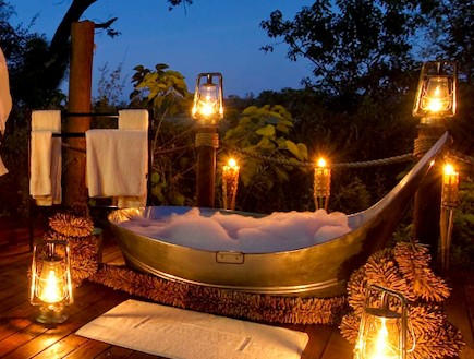 המקלחת בכפר ביינס בדרום אפריקה (צילום: האתר הרשמי)
