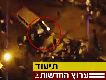 רכב דיפלומט במצרים דורס מפגינים (צילום: יוטיוב)