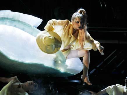 ליידי גאגא בהופעה. ארכיון (צילום: רויטרס)