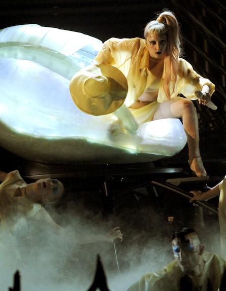 ליידי גאגא טקס הגראמי 2011