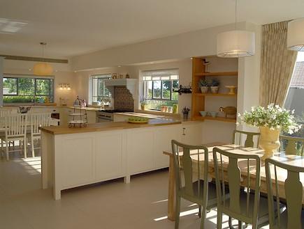 מבט למטבח אחרי שיפוץ - שרון קליין מרזן (תמונת AVI: שי בן אפרים)