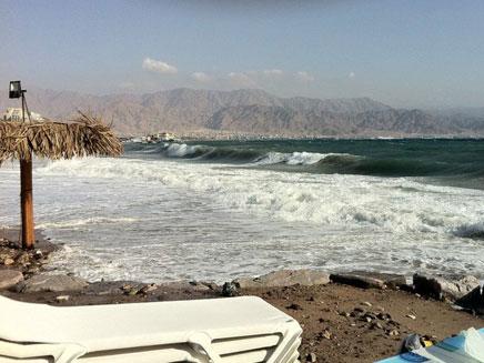 הדוכנים יפונו מהטיילת. חוף הים באילת (צילום: ליאור לבקוביץ, גולש חדשות 2)