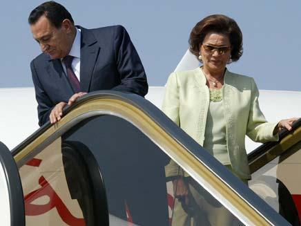 מובארק ואשתו סוזאן. שוב בקהיר? (צילום: AP)