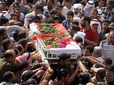אלפים קוראים להפלת השלטון. בחריין (צילום: AP)