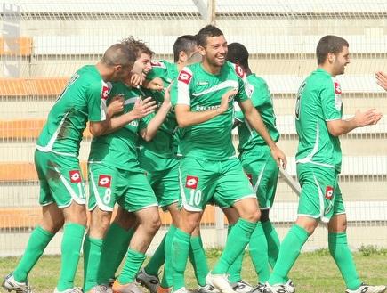 שחקני מכבי חיפה חוגגים את הניצחון (משה חרמון) (צילום: מערכת ONE)