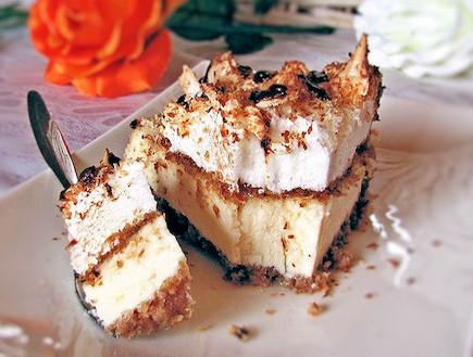 עוגת גבינה קוקוס מרנג - פרוסה (צילום: דליה מאיר, קסמים מתוקים)