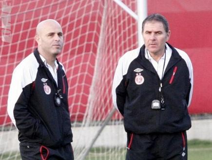 גוטמן ואבוקסיס. המאמן העיר לחניכיו (דרור רוזנפלד) (צילום: מערכת ONE)