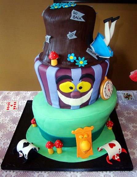 alice_in_wonderland_cake
