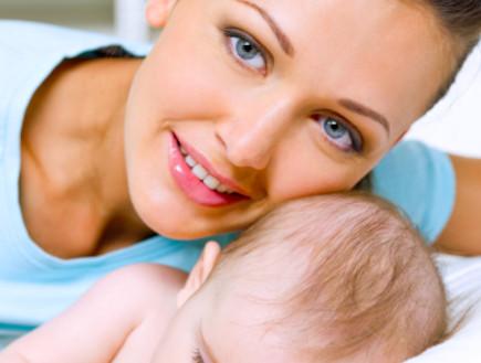 אמא עם תינוק (צילום: Valua Vitaly, Istock)