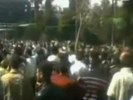 """הפגנות אלימות בסוריה, בסופ""""ש (צילום: חדשות 2)"""