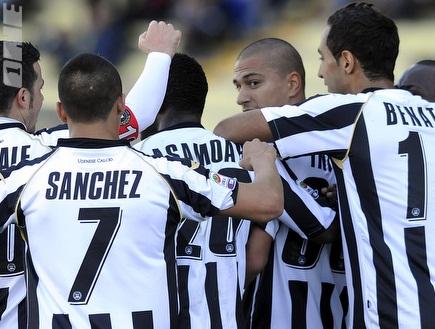 """סאנצ´ס וחבריו באודינזה. המועדון האיטלקי &""""הסכים&"""" לרכוש אותו (Gett (צילום: מערכת ONE)"""