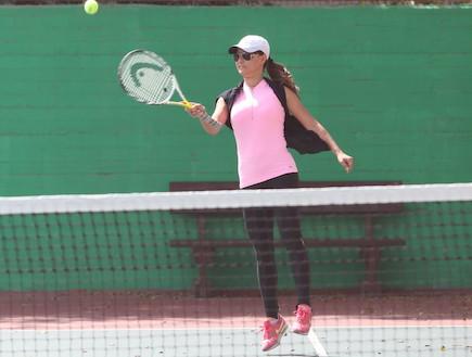 אירית רחמים, לירון בסיס והמשפחה בטניס, הישרדות 5 (צילום: ראובן שניידר)