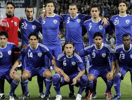 """שחקני נבחרת ישראל. יחנכו את המגרש בפ&""""ת? (יוסי ציפקיס) (צילום: מערכת ONE)"""