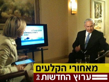 נתניהו מתכונן לשידור (צילום: חדשות 2)