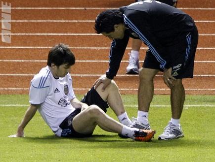 מסי באימון ארגנטינה. פפ לא אוהב את התמונה (רויטרס) (צילום: מערכת ONE)