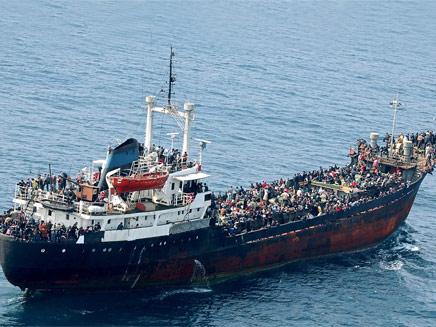 ספינת מהגרים, ארכיון (צילום: AP)