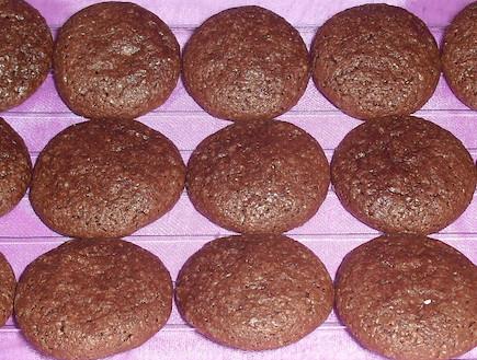 עוגיות שוקולד ושקדים כשרות לפסח (צילום: אביבה פיבקו)