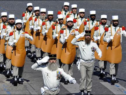 לגיון הזרים הצרפתי צועד (צילום: האתר הרשמי)