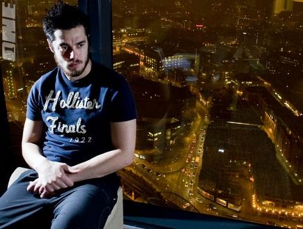 תמיר כהן בביתו שבמנצ´סטר (יאן הודג´סון/Daily Mail) (צילום: מערכת ONE)