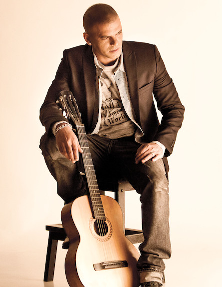 אייל גולן פרומו גיטרה (צילום: אלוני מור)