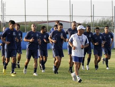 """אימון מכבי פ""""ת. השחקנים מרוצים (שי לוי) (צילום: מערכת ONE)"""