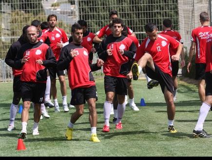 שחקני הפועל חיפה מתכוננים באימון (עמית מצפה) (צילום: מערכת ONE)