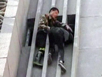 פורץ מסין נתקע בקומה שישית (צילום: חדשות 2)