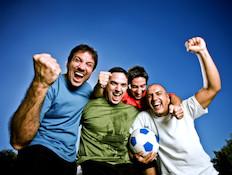 חברים מאושרים (צילום: Nikada, Istock)