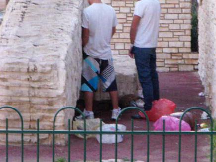 הצעירים באנדרטה (צילום: עופר אשטוקר, אשדודנט)