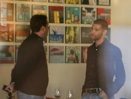 אבי נמני ורוני לוי בשיחה ´חברית´ (גבע תלם) (צילום: מערכת ONE)