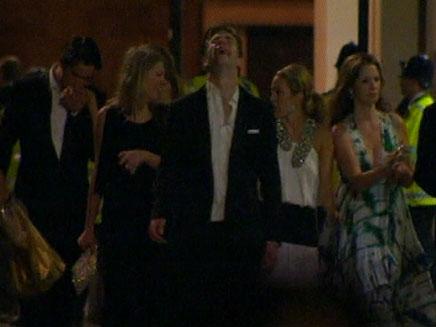 האורחים עוזבים את מסיבת החתונה של ויל וקייט (צילום: חדשות 2)