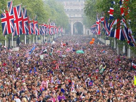 פחות נוצרים. המונים בבריטניה, ארכיון (צילום: Hugo Burnand)