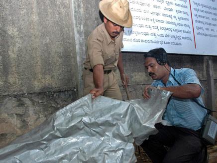 שוטרים בבנגלור, ארכיון (צילום: AP)