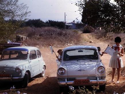 מכוניות כחול לבן (צילום: ארכיון משפחת וינד)