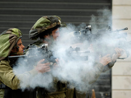 עימותים גם בקלנדיה, ארכיון (צילום: AP)