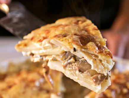 מאפה תפוחי אדמה ופטריות (צילום: רועי ברקוביץ')