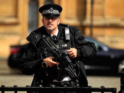 שוטר אירי, ארכיון (צילום: AP)