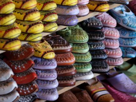דוכן נעליים פז מרוקו (צילום: FilipMakowski, Istock)