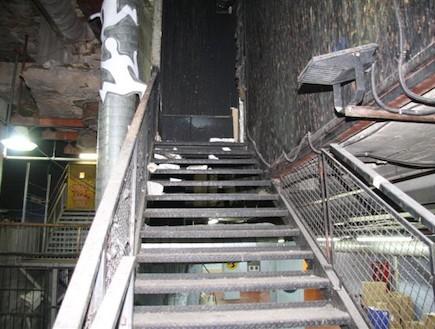 מדרגות תת קרקעיות בסנטר (צילום: אסף לב,  יחסי ציבור )