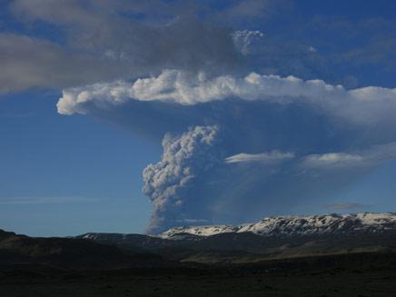 הר געש התפרץ באיסלנד (צילום: AP)
