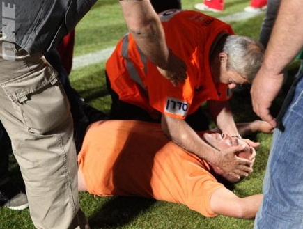 אחד הפצועים בדוחא (עמית מצפה) (צילום: מערכת ONE)