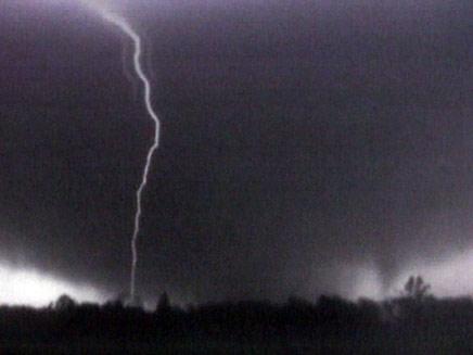 """סופות טורנדו מכות בארה""""ב (צילום: חדשות 2)"""