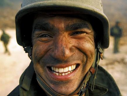 לוחם מחייך (צילום: Getty Images, GettyImages IL)