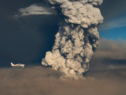 ענן אפר נוסף בדרך לישראל (צילום: רויטרס)