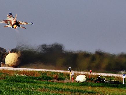 מטוס f16 ממריא